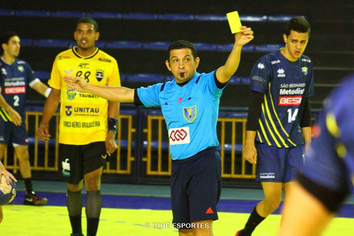 Nilson Menezes, árbitro do jogo (foto André Pereira / Tchê Esportes)