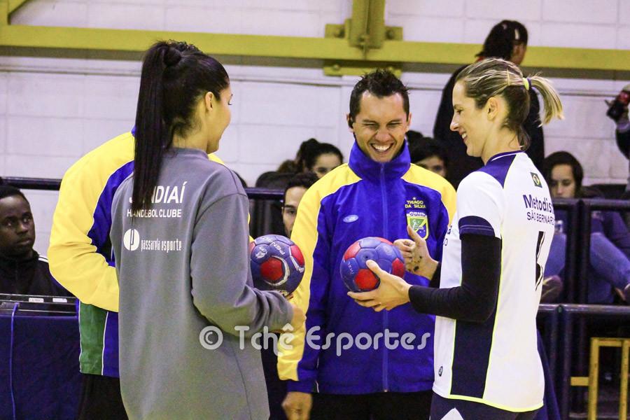 Super_Paulistão_Feminino_de_Handebol,_Federação_Paulista,_foto_André_Pereira,_Tchê_Esportes,_Outro_Ângulo_(2).jpg