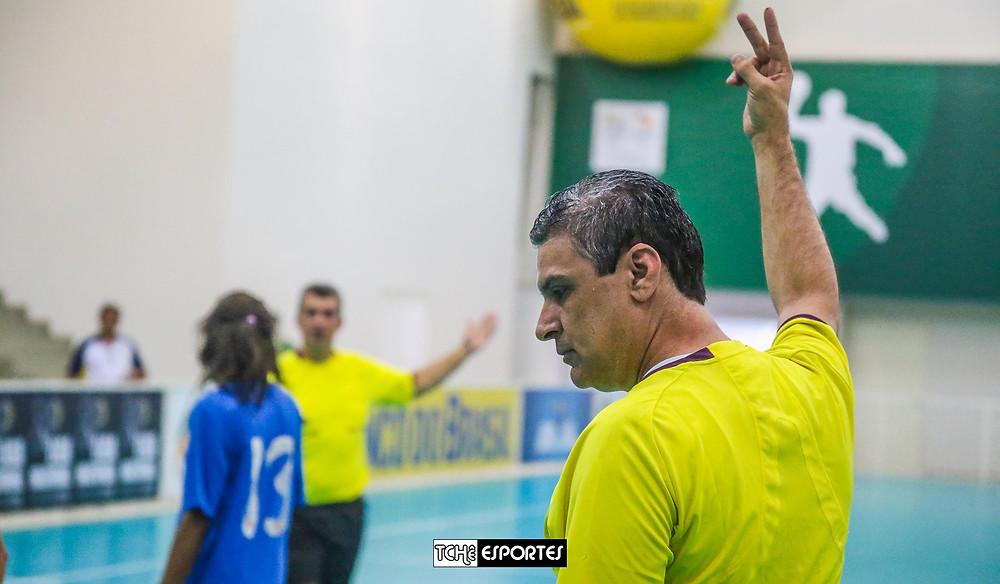 Cesar Barcellos, árbitro do jogo. (foto André Pereira / Tchê Esportes)