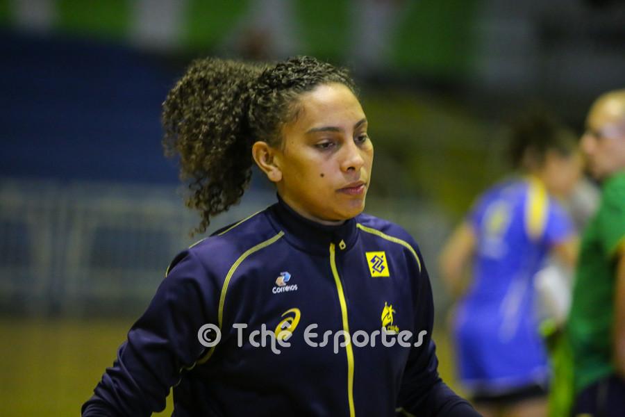 Ana Paula, central. (foto André Pereira / Tchê Esportes)