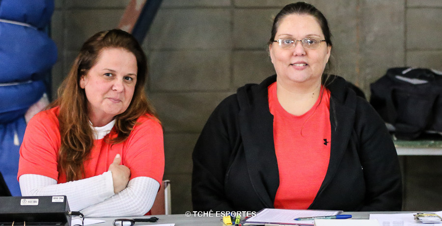 Monia Augusto, cronometrista e Martha Augusto, secretária. (foto André Pereira /Tchê Esportes)