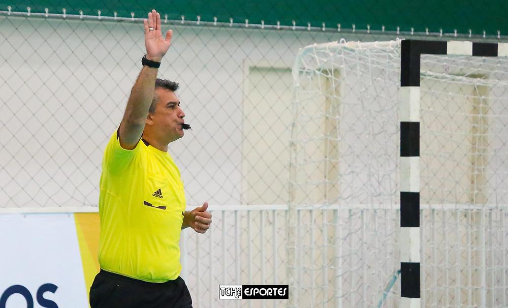 Marcelo Barcellos, árbitro do jogo. (foto André Pereira / Tchê Esportes)
