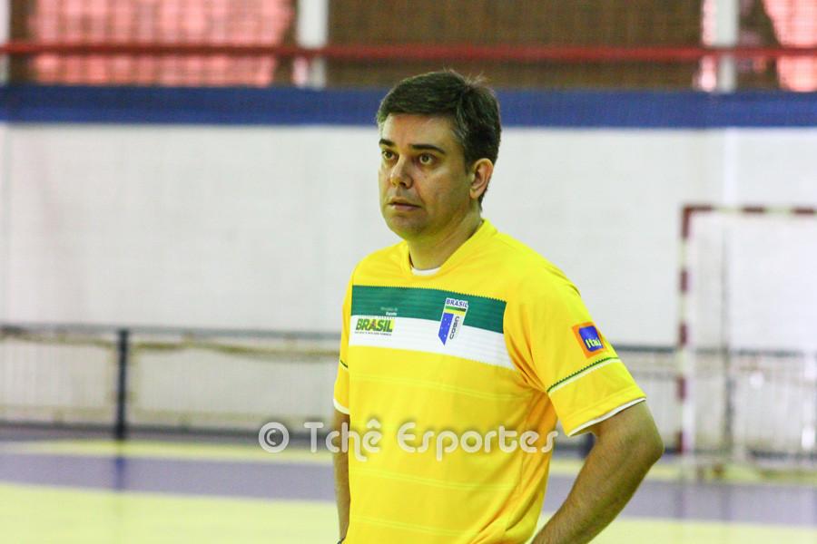 Álvaro Herdeiro, auxiliar técnico da Seleção Brasileira Universitária Masculina. (foto arquivo Tchê Esportes)