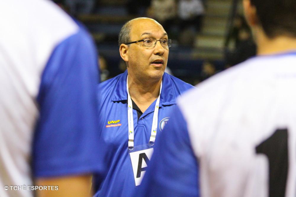 Sérgio Hortelan, técnico do EC Pinheiros. (foto André Pereira /Tchê Esportes)
