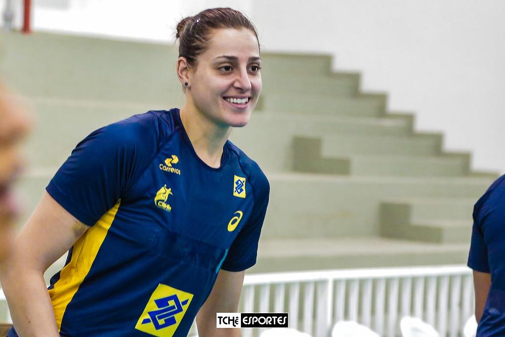 Duda Amorim em treino da Seleção Brasileira de Handebol. (foto Tchê Esportes)