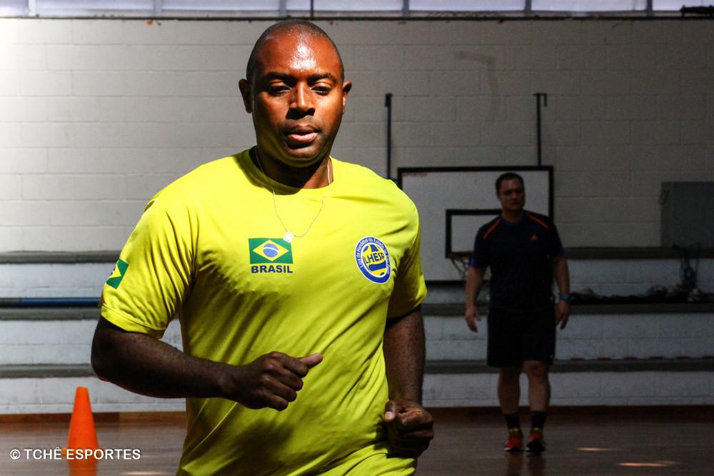 Avaliação física dos árbitros da FPHb. (foto André Pereira / Tchê Esportes)