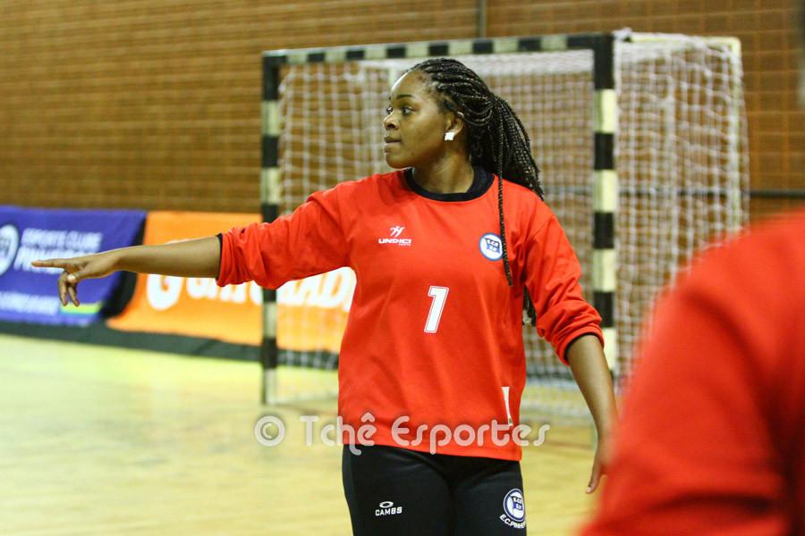 Tatiana Alves, goleira do Pinheiros. (foto arquivo Tchê Esportes)