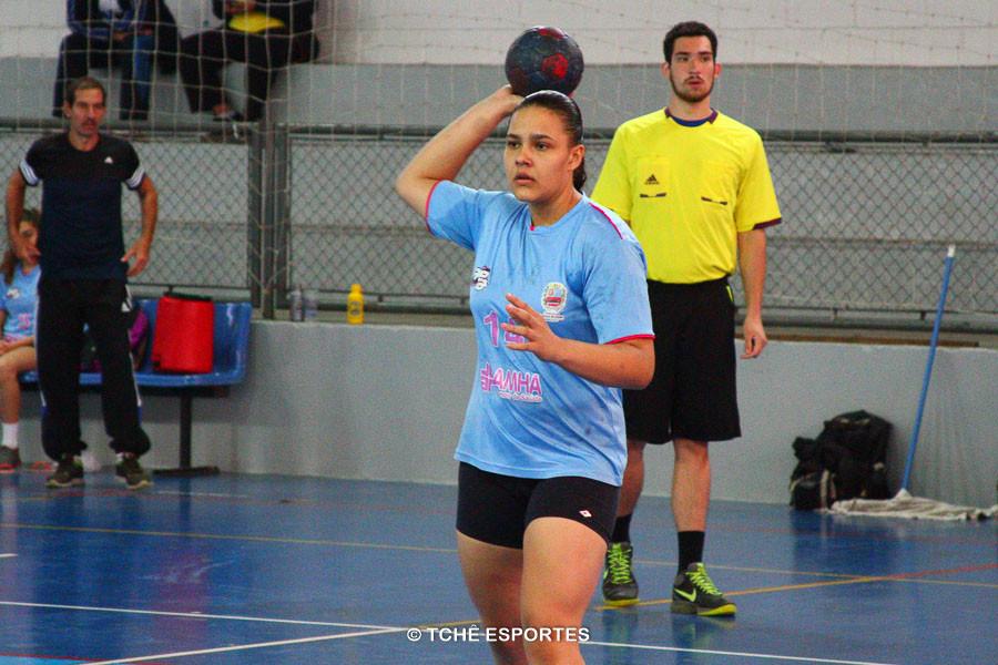 Thais Moura, de Atibaia, artilheira do jogo final. (foto André Pereira / Tchê Esportes)
