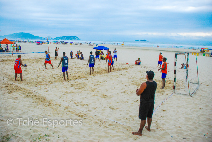 Praia da Enseada, no Guarujá(SP), recebeu a 1ª etapa do Beach Hand 2015