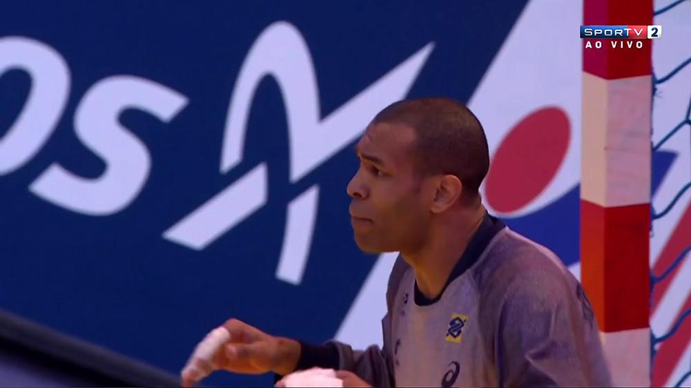 Goleiro Maik entrou no segundo tempo (foto reprodução Sportv)