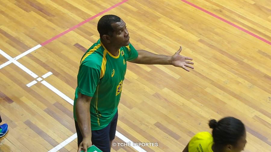 Cubano, técnico da Seleção Feminina Junior. (foto arquivo Tchê Esportes)