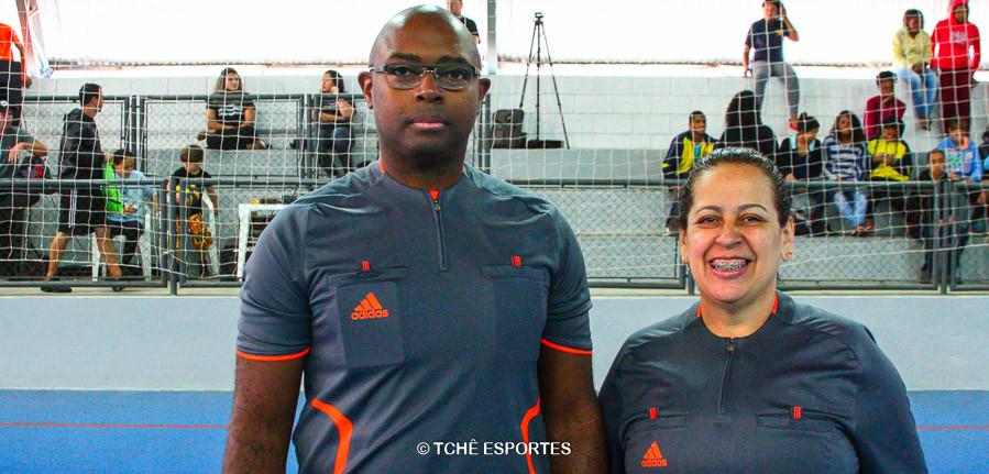 Francisco Rosa e Maria Fazzani, árbitros do jogo final. (foto André Pereira / Tchê Esportes)