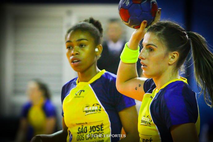Bruna, à esquerda, indicou Jéssica. (foto arquivo Tchê Esportes)