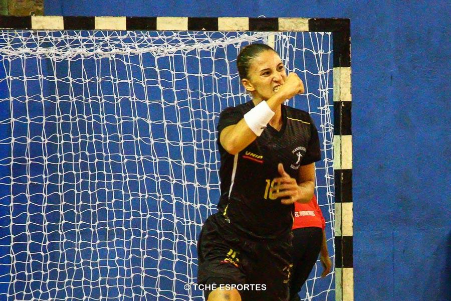 Vikma, mais uma vez artilheira. (foto André Pereira / Tchê Esportes)
