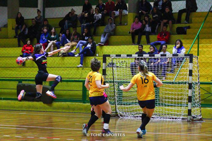 Pinheiros larga na frente nas quartas de finais. (foto Andréa Rodrigues / Tchê Esportes)