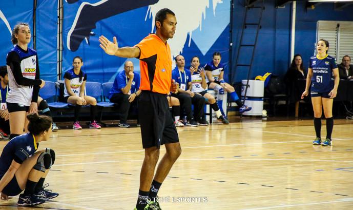 Fabio Passos, árbitro do jogo. (foto André Pereira / Tchê Esportes)