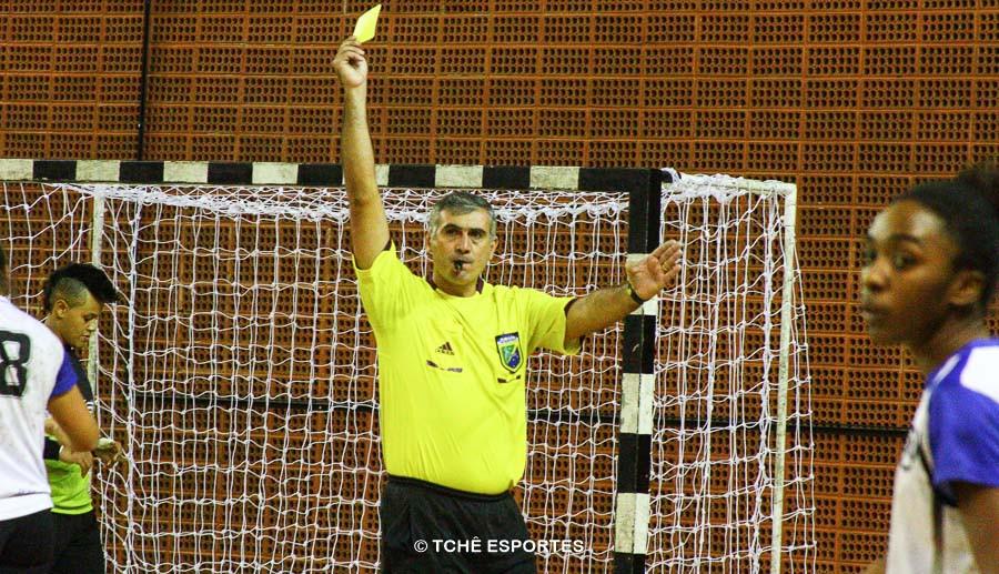 Marcelo Matos, árbitro do jogo. (foto André Pereira / Tchê Esportes)