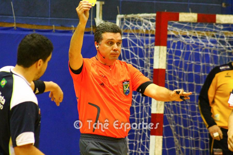 Rodrigo Araújo, árbitro do jogo. (foto André Pereira / Tchê Esportes)