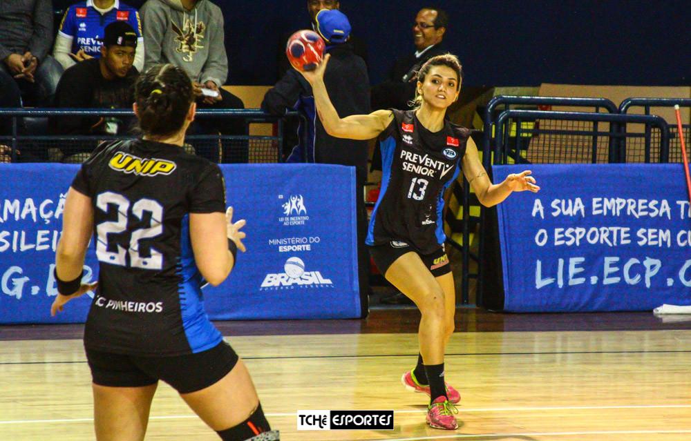 Monica Santos (13), agora no EC Pinheiros. (foto André Pereira / Tchê Esportes)