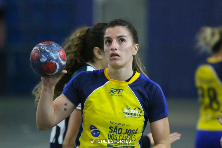 Jéssica Dias, do São José, artilheira do jogo com 9 gols.