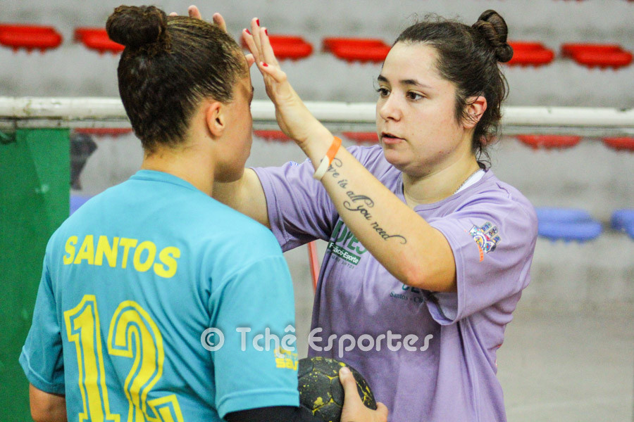 Florência, não jogou o último jogo do CEPE/Santos mas deu força para a companheira Raissa. (foto arquivo Tchê Esportes)