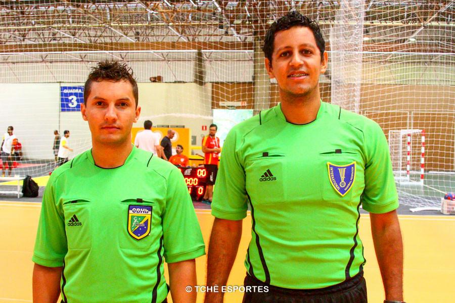 Árbitros: Thiago Marques e Daniel Magalhães. (foto André Pereira / Tchê Esportes)
