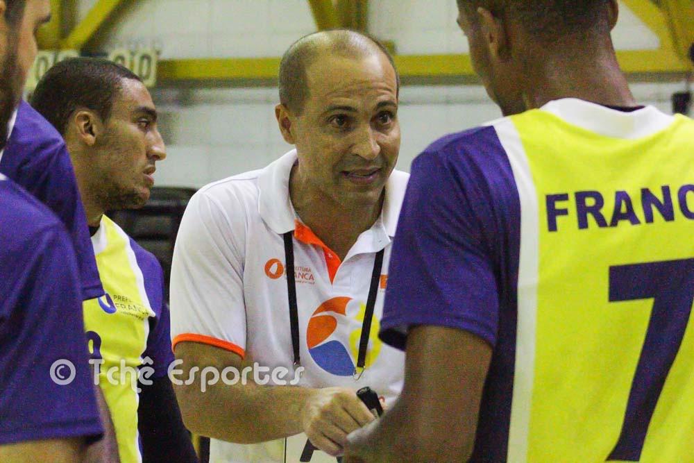 Denilson de Oliveira, técnico de Franca (foto André Pereira / Tchê Esportes)
