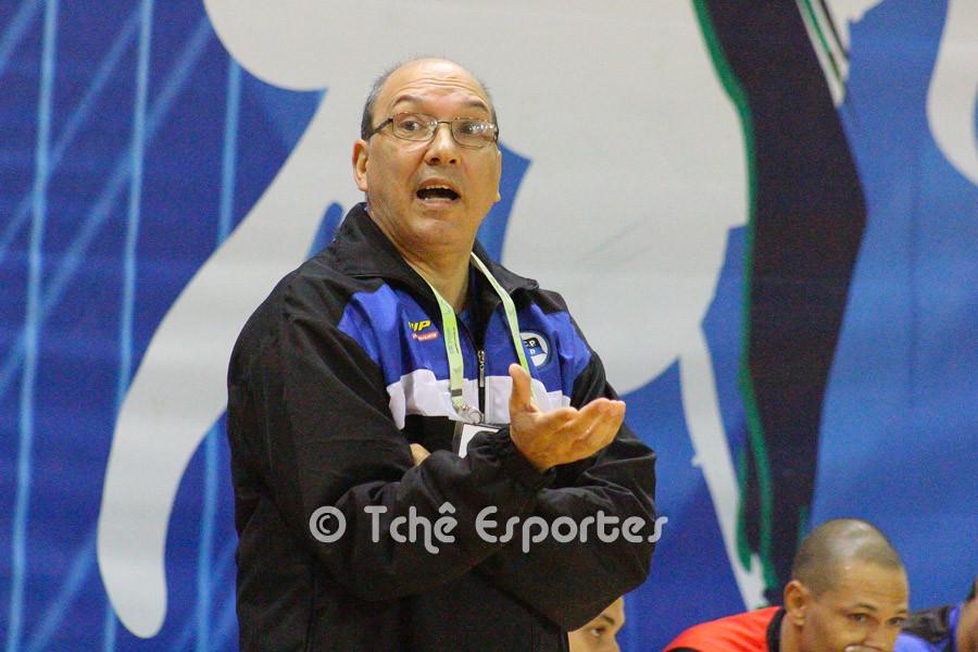 Sérgio Hortelan, técnico do Pinheiros. (foto André Pereira / Tchê Arquivos)