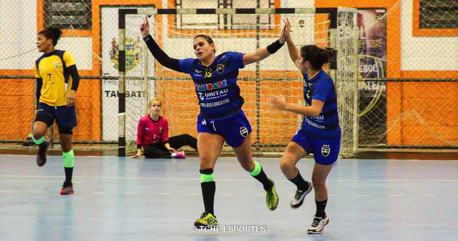 Shay, do Taubaté comemora seu segundo gol. (foto André Pereira / Tchê Esportes)