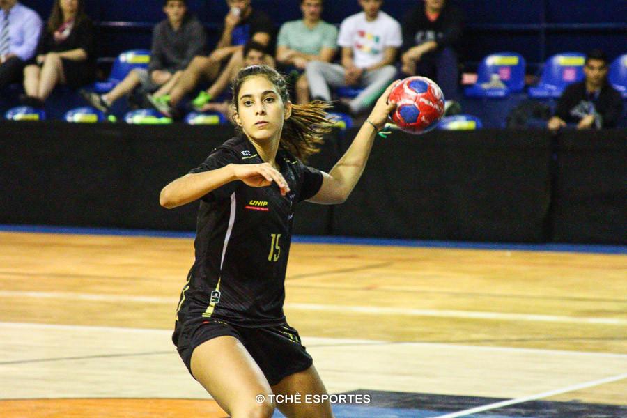 """Ana Luiza """"A que voa"""". Melhor do jogo. (foto André Pereira / Tchê Esportes)"""