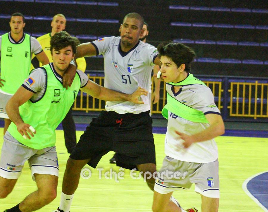 Primeiro de dia de treino da Seleção Brasileira Universitária. (foto André Pereira / Tchê Esportes)