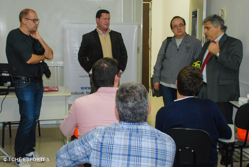 Morten Soubak (esquerda) um dos presentes na reunião da FPHb. (foto André Pereira / Tchê Esportes)