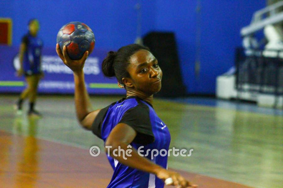 Renata Cruz, EC Pinheiros, artilheira do jogo com 10 gols. (foto André Pereira / Tchê Esportes)