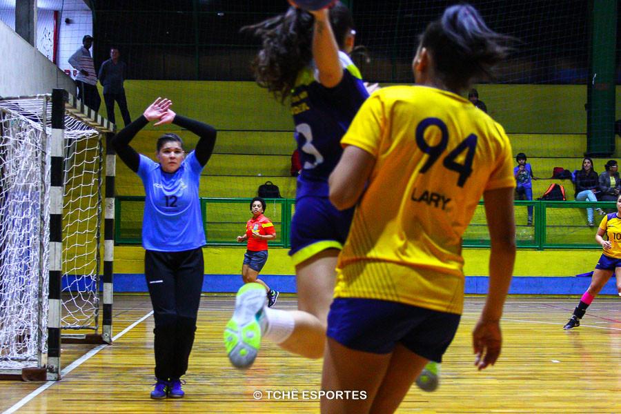 Naira, goleira do Santo André. (foto Andréa Rodrigues / Tchê Esportes)