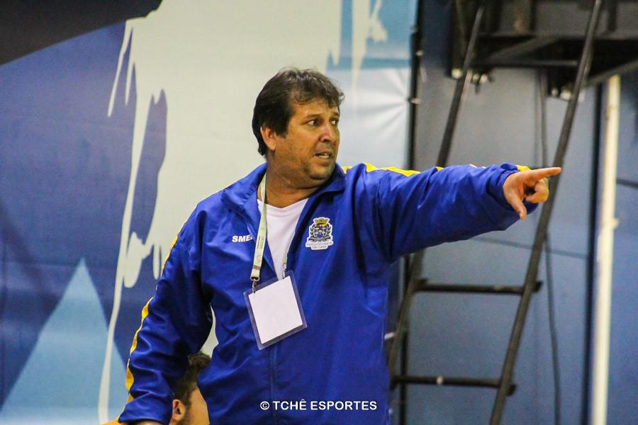 Valdir Barbosa, técnico do São Carlos. (foto André Pereira / Tchê Esportes)