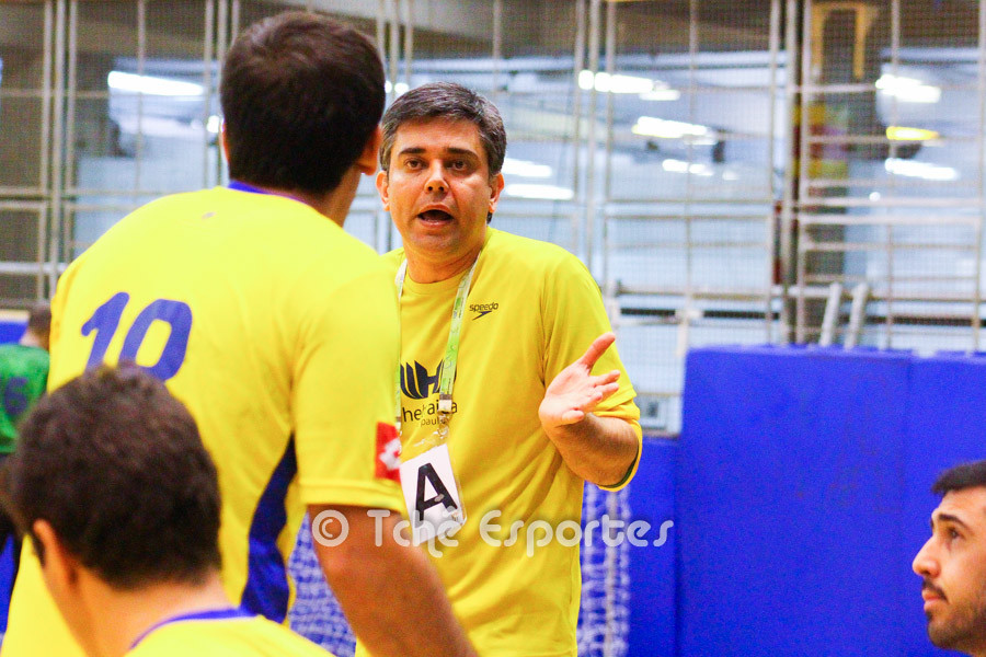 Álvaro Herdeiro, técnico da Hebraica. (foto André Pereira / Tchê Esportes)