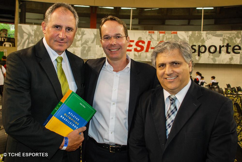 Paulo Moratore, Alexandre Pflug, diretor do Sesi/SP, e Celso Gabriel