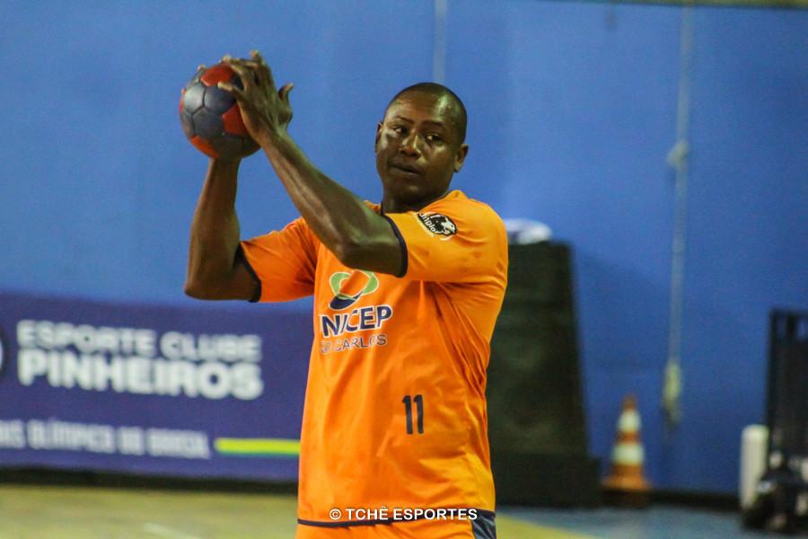 Anderson Lima (11), do São Carlos, com 5 gols no jogo, (foto André Pereira / Tchê Esportes)