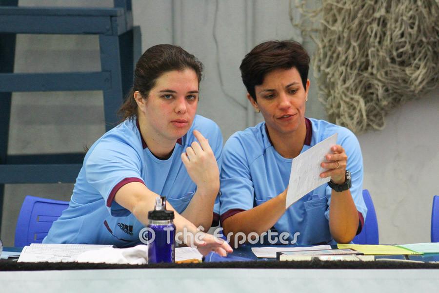 Cláudia e Samara, secretária e cronometrista da FPHb