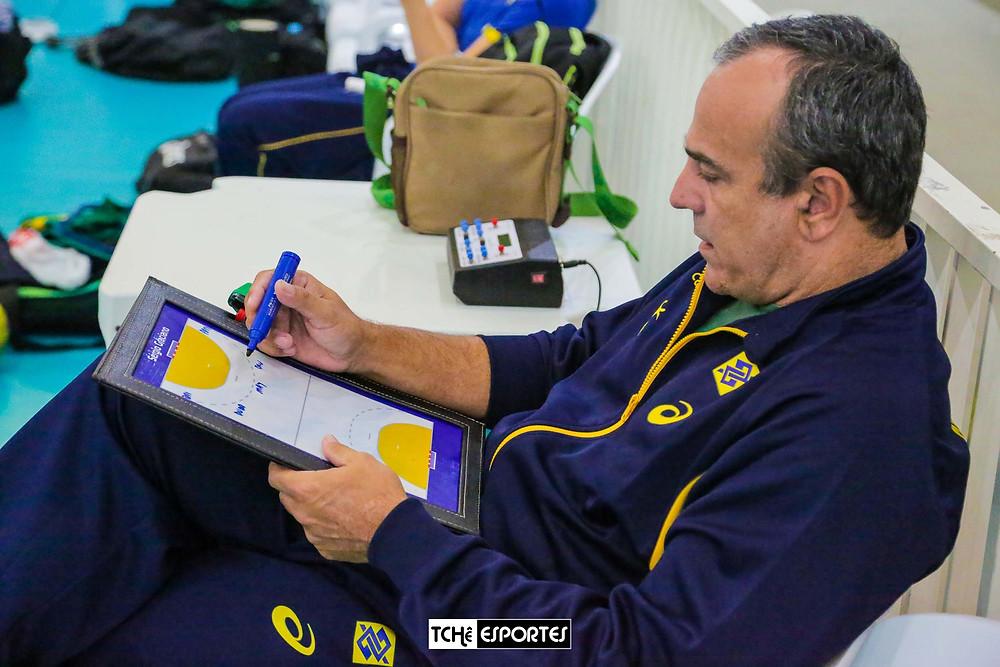 Sérgio Graciano, técnico interino da Seleção Brasileira de Handebol Feminino adulta (foto André Pereira/Tchê Esportes) )