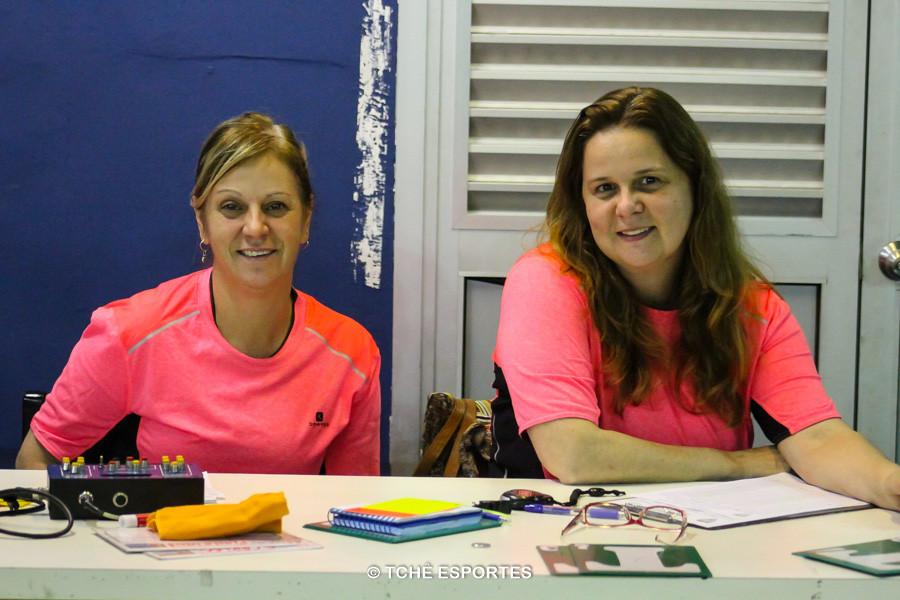 Monia Augusta, cronometrista e Silvana Souza, secretária. (foto André Pereira / Tchê Esportes)