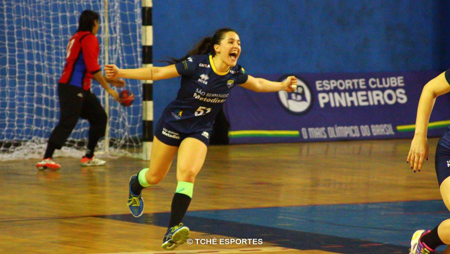 Bruna Rodrigues, do São Bernardo, artilheira do jogo. (foto André Pereira / Tchê Esportes)