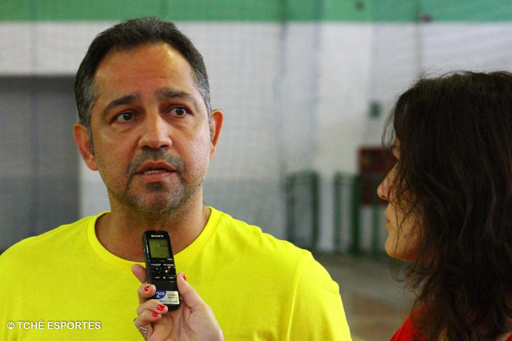 Carlinho, auxiliar técnico da Seleção Brasileira Universitária. (foto André Pereira / Tchê Esportes)