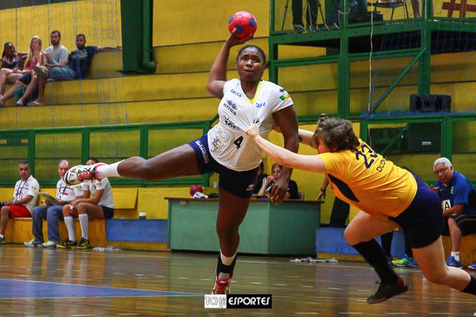 Mariane, da Metodista, artilheira do jogo. (foto André Pereira / Tchê Esportes)