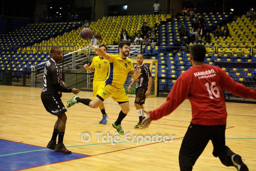 Guilherme, Hebraica, marca no finalzinho do jogo. (foto André Pereira / Tchê Esportes)