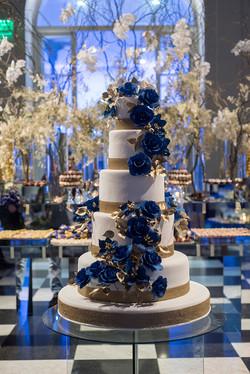 Torta en toques azules