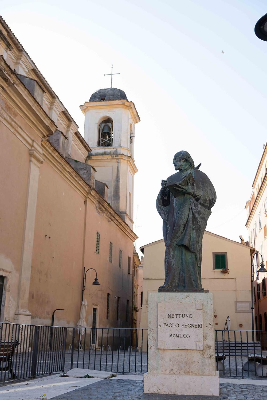 Statua di Paolo Segneri, in Piazza G.Marconi, Nettuno