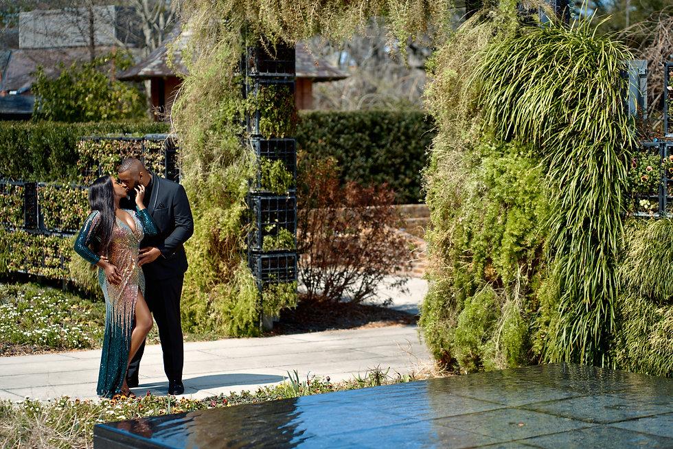 dsw couple at gardens 2.jpg