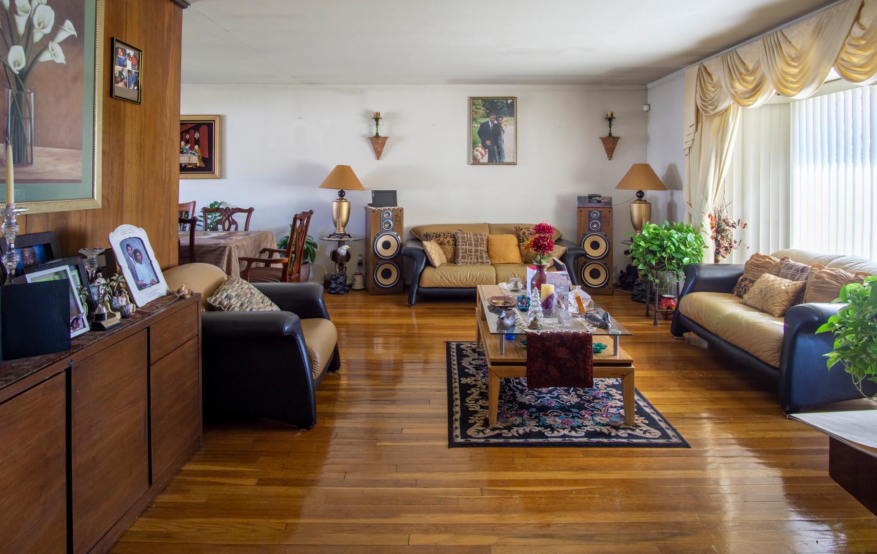 02-Living Room_01-.jpg
