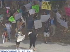 📺 Parents Organize Large Protest Against Palm Beach County School Board Mask Mandates